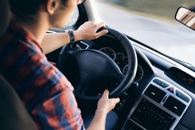 Bezpieczne auto dla rodziny - jak je przygotować na jesień i zimę?