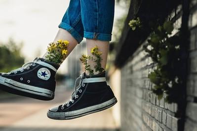 Jak nauczyć dziecko wiązać buty? Film, zabawna rymowanka i instrukcja