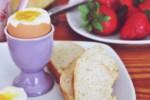 Jak ugotować jajko na miękko a jak na twardo? PROSTE SPOSOBY