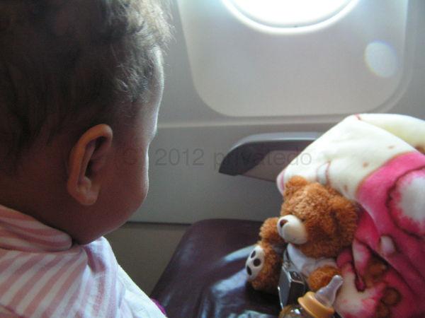 Czy leci z nami... misiu? Dobra organizacja i podróż z dzieckiem może też być przyjemnością.